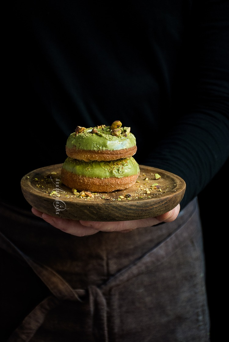 pistachio-doughnuts